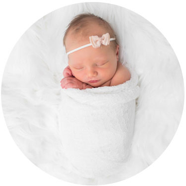 newborn photographer dallas with bright, clean and modern portraits